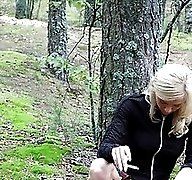 Exciting blonde teen peeing in the park